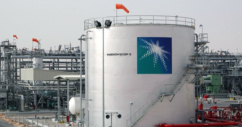 Saudi Aramco lowers oil prices for Asia