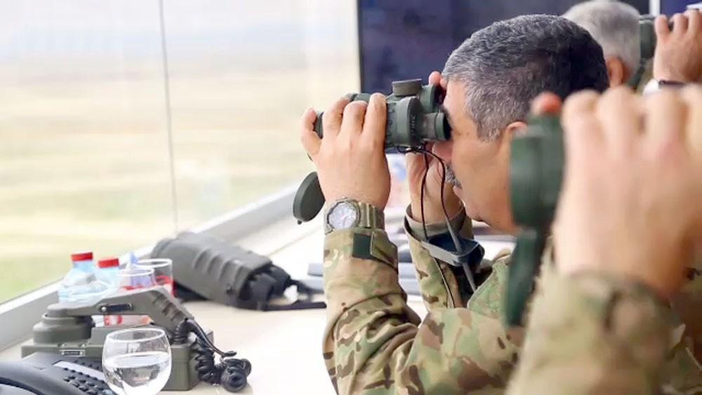 Azərbaycan Ordusunun genişmiqyaslı təlimlərinin döyüş atışlı mərhələsi icra olunub - VİDEO