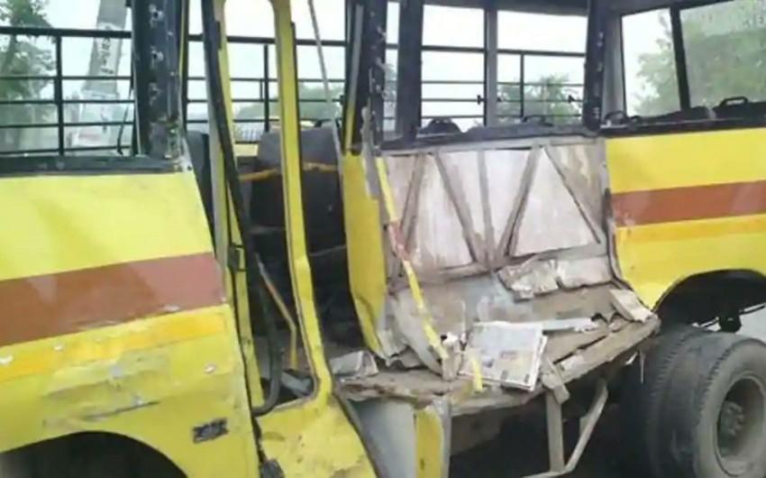 Hindistanda məktəb avtobusunun dərəyə yuvarlanması nəticəsində 7 nəfər ölüb