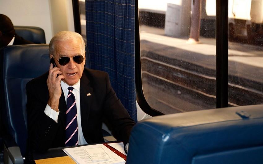 Bayden xarici liderlə ilk telefon danışığı aparıb