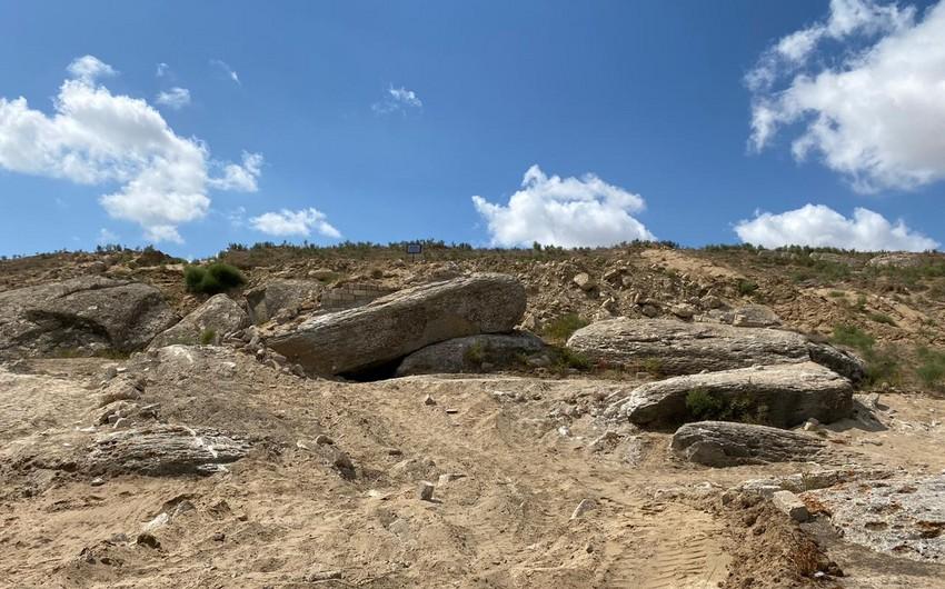 """""""Mağara"""" abidəsinin ətrafında olan qanunsuz hasarlar söküldü"""