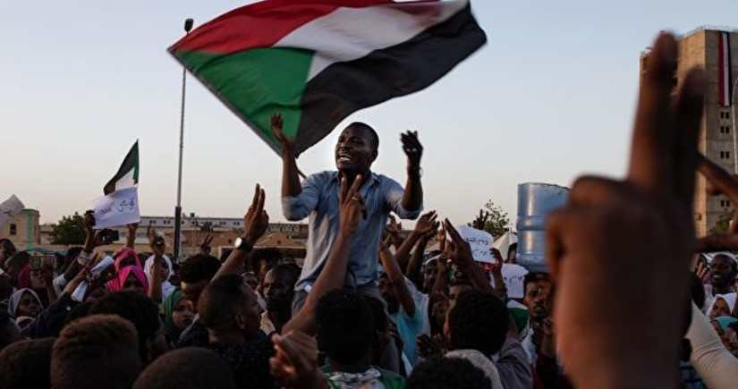 В Судане протестующие перекрыли нефтепровод и захватили аэропорт
