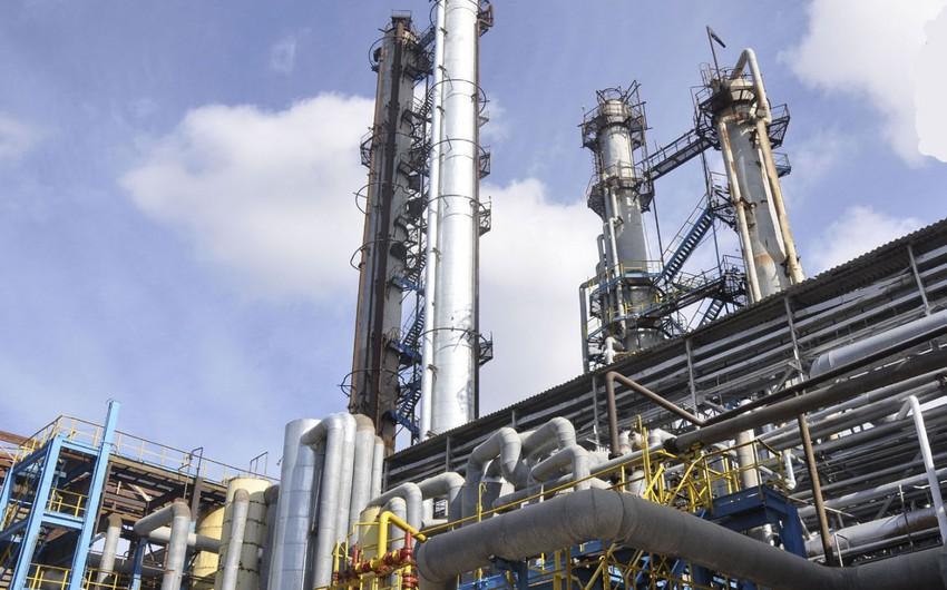 BNEZ-də yeni bitum qurğusunun Bituroks reaktoru quraşdırılıb