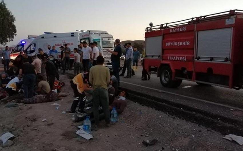 Türkiyədə yol qəzasında 18 nəfər yaralanıb