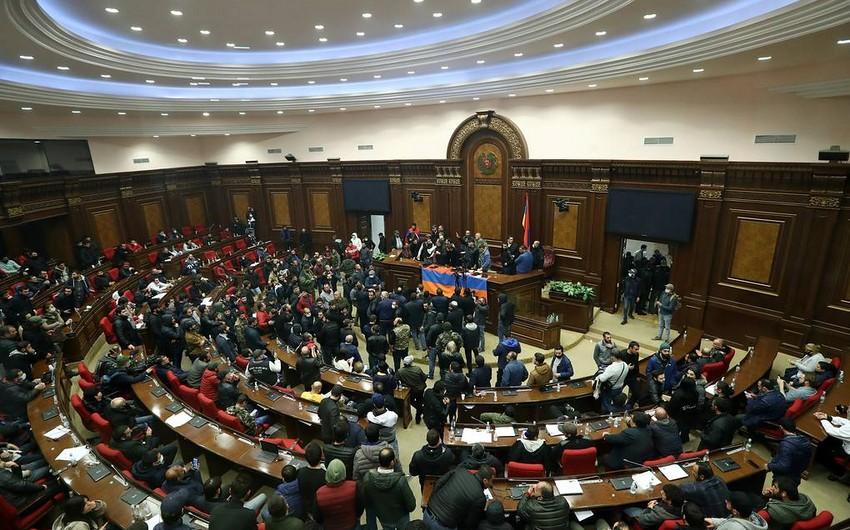 Ermənistan parlamenti buraxıldı