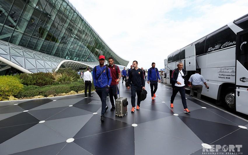Команда Рома прибыла в Баку на матч с Карабахом - ФОТО