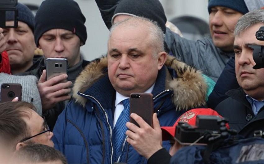 Вице-губернатор на коленях попросил у кемеровчан прощения за трагедию - ВИДЕО