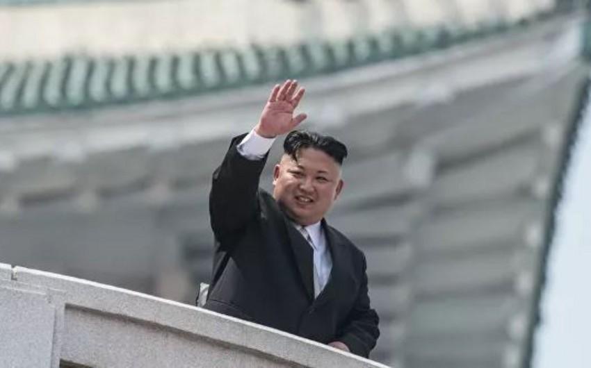 Kim Çen In reaktiv raket sisteminin sınağında iştirak edib
