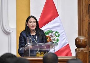 Вакцинировавшаяся вне очереди глава МИД Перу ушла в отставку