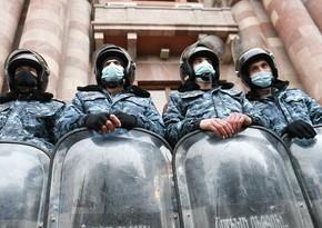 Yerevanda polis hökumət evinə gedən yolu bağlayıb