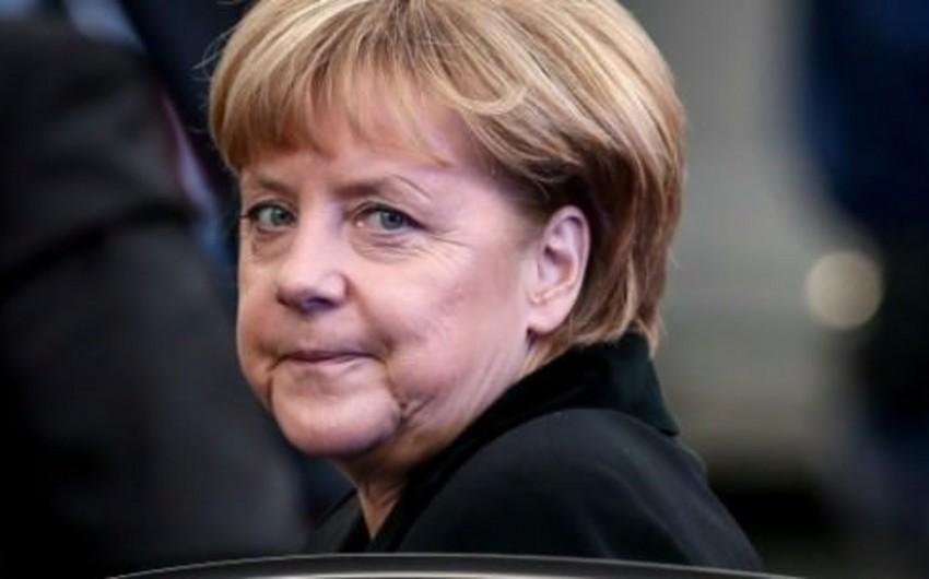 Angela Merkel: Terrorçuluğun çirkin üzünü İstanbul, Paris, Ankara və Tunisdə gördük