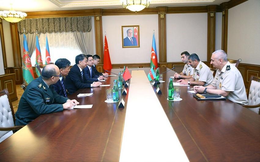 Zakir Həsənov Çinin hərbi sənaye kompleksinin nümayəndə heyəti ilə görüşüb