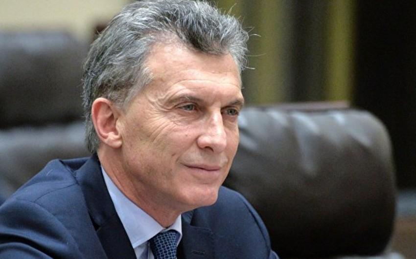 Argentina prezidentinin təyyarəsi təcili eniş edib
