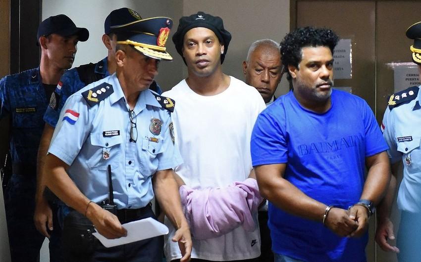Роналдиньо вышел на свободу после домашнего ареста