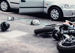 Ucarda BMW motosikletlə toqquşub, xəsarət alanlar var