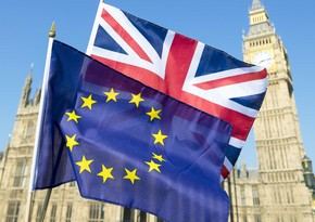 UK agrees to postpone ratification of EU trade deal