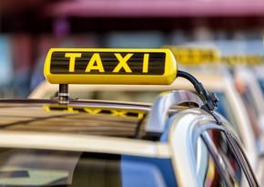 Проблемы такси: компании жалуются на нехватку клиентов, водители - на проценты