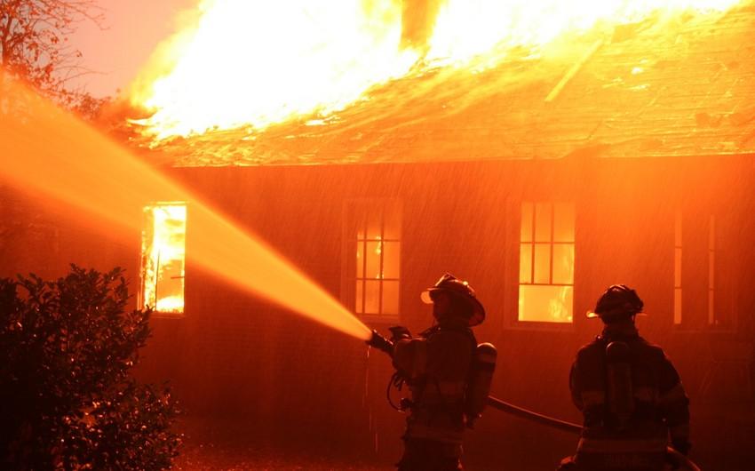 Yardımlı rayonunda dördotaqlı ev yanıb