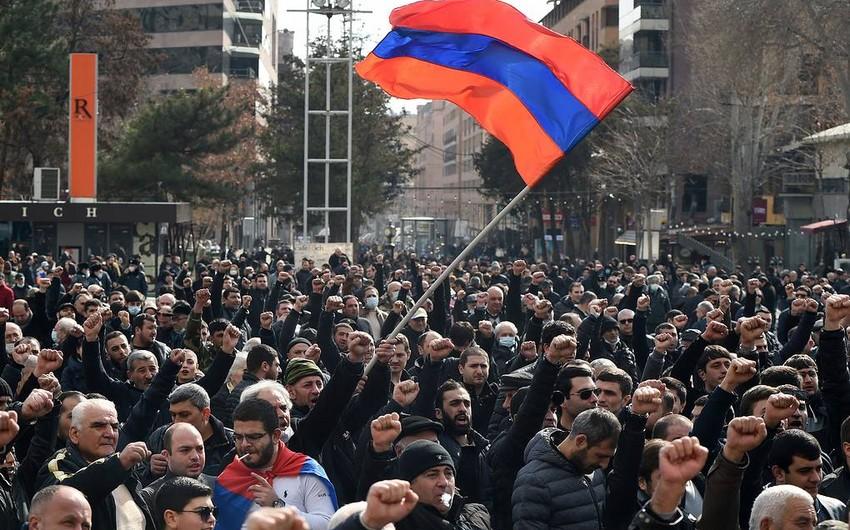 В Ереване протестующие будут ночевать у здания парламента