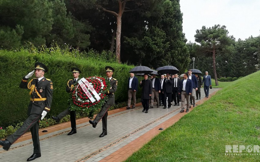Turkish National Defense Minister visits Alley of Honor and Alley of Martyrs