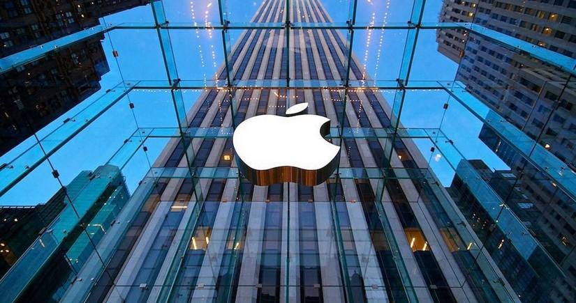 """""""Apple"""" ilk dəfə bir maliyyə rübündə rekord gəlir əldə edib"""