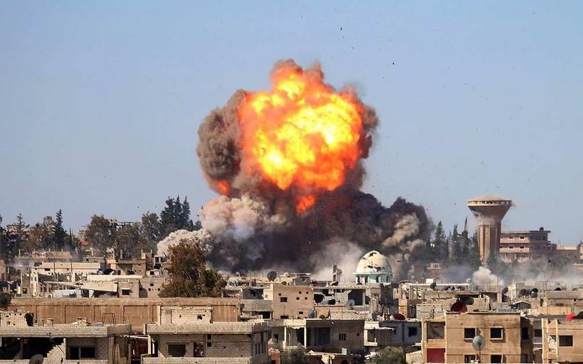 Suriyanın Məyadin şəhərinə endirilən hava zərbələri zamanı 25-dən çox insan ölüb