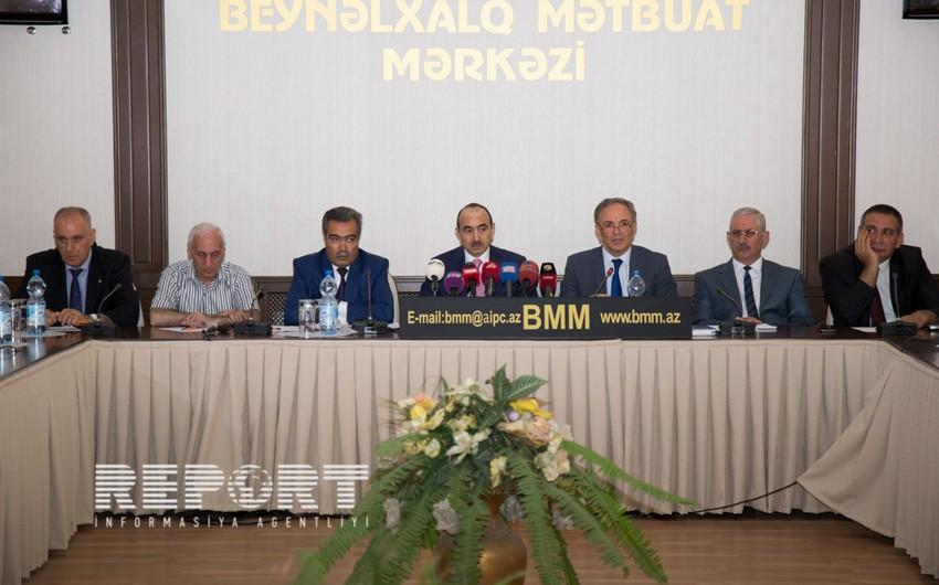 Azərbaycan Prezidentinin köməkçisi KİV rəhbərləri ilə görüşüb - FOTO