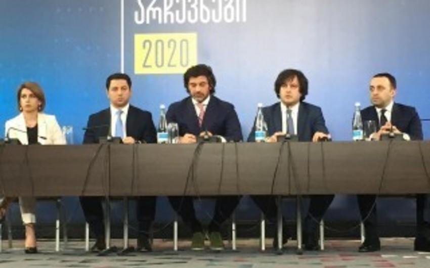 Gürcüstanın hakim partiyası proporsional seçki sistemi ilə bağlı görüş keçirir, etirazçılar utanc dəhlizi yaradıb