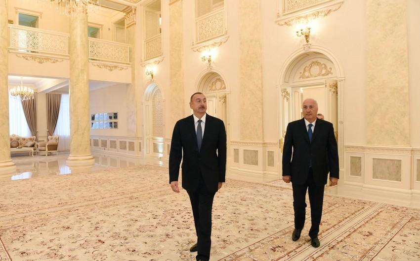Prezident İlham Əliyev Sumqayıt Dövlət Dram Teatrının binasında yaradılan şəraitlə tanış olub