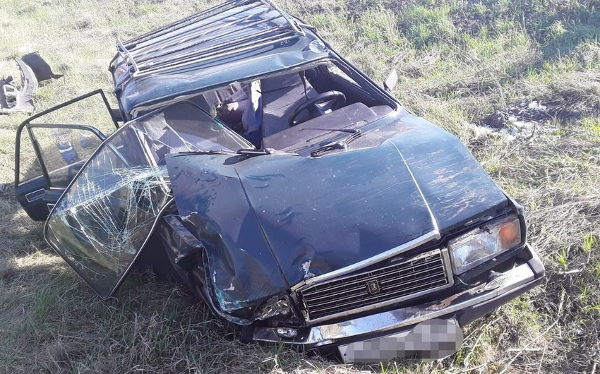 Şəmkirdə avtomobil ağaca çırpıldı, ölən var
