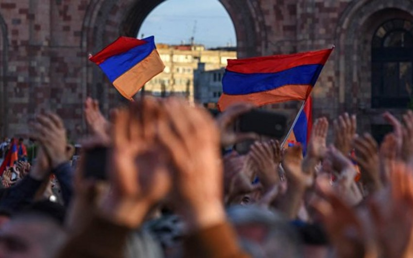 Protest held at residence of Armenian Prime Minister