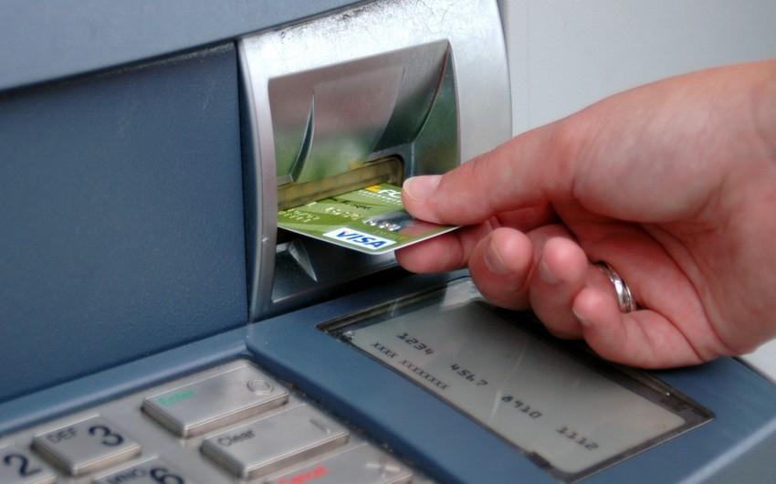 Azərbaycan paytaxtında bankomatların sayı azalır, regionlarda artır