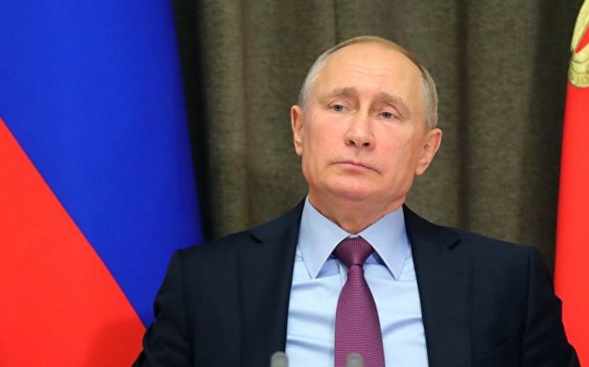 Vladimir Putin ABŞ-ı beynəlxalq hüquq normalarını pozmaqda ittiham edib