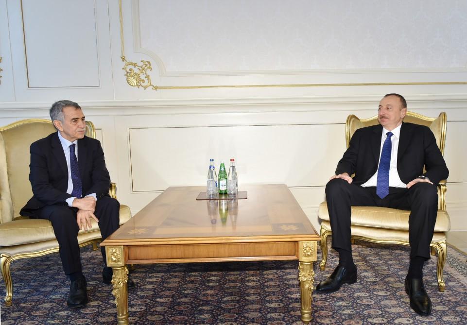 Президент Ильхам Алиев принял верительные грамоты новоназначенных послов Алжира и Монголии в Азербайджане