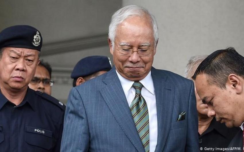 Korrupsiyada ittiham olunan Malayziyanın keçmiş Baş naziri ömürlük həbs edilə bilər