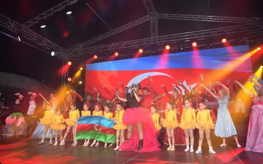 Heydər Əliyev Mərkəzinin parkında Xalq artisti Aygün Kazımovanın konserti olub