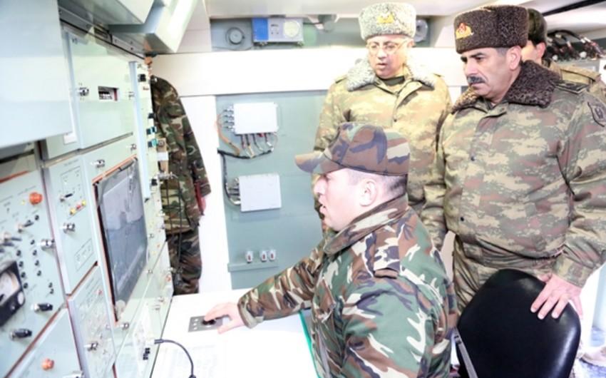 Azərbaycanın müdafiə naziri Hərbi Hava Qüvvələrinin döyüş hazırlığını yoxlayıb