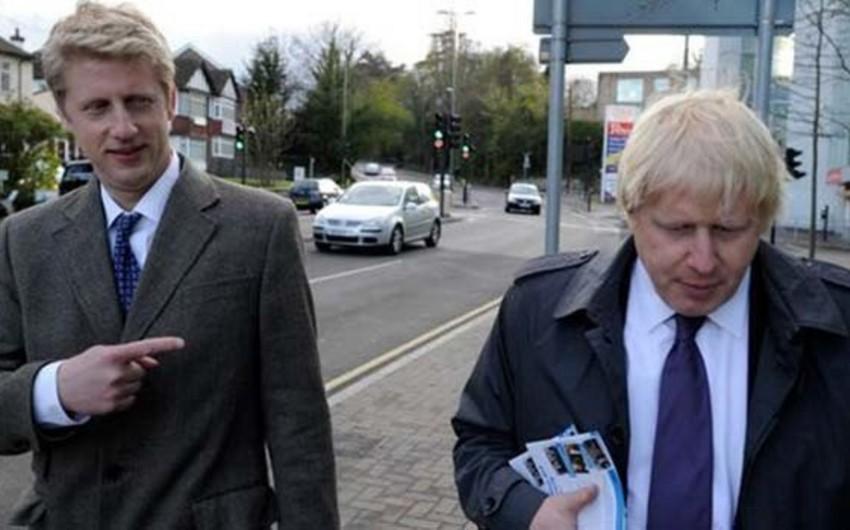 Britaniya baş nazirinin qardaşı istefa verib