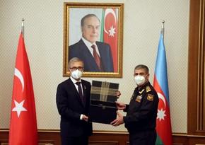 Министр обороны Азербайджана встретился с делегацией, представляющей ВПК Турции