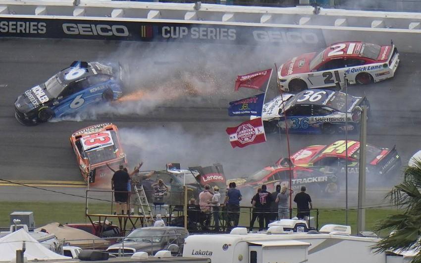 NASCAR rallisində 16 maşın qəzaya düşdü