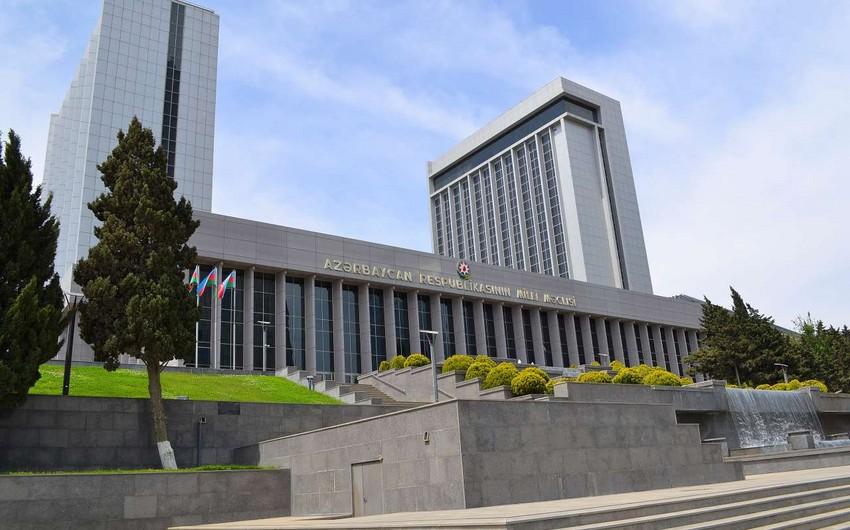 Milli Məclis komissiyasının Əsasnamə layihəsi plenar iclasa göndərildi