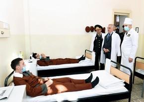 Vasif Talıbov yaralı hərbçilərlə görüşüb