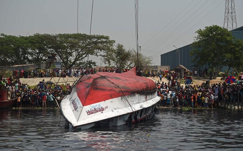 В Бангладеше десятки человек погибли при столкновении лодки с баржей