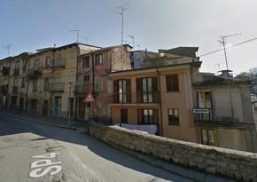 İtaliyanın koronavirus olmayan kəndində 1 avroya ev satılır - FOTO