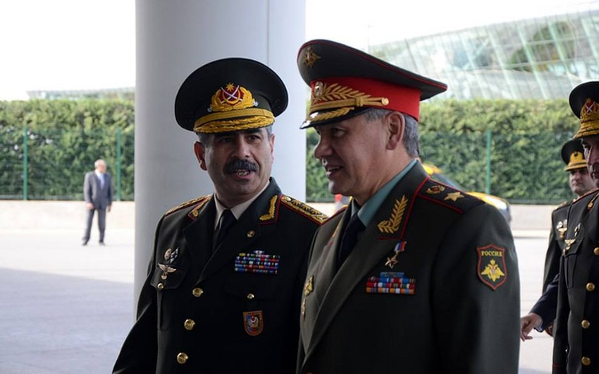 Azerbaijani, Russian Defense Ministers hold phone conversation