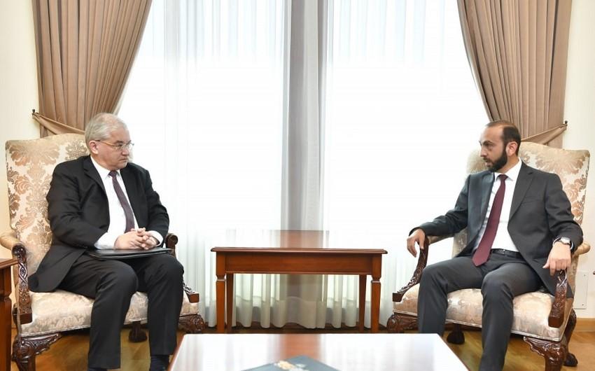 ATƏT-in Minsk qrupunun rusiyalı həmsədri Ermənistanın XİN başçısı ilə görüşüb