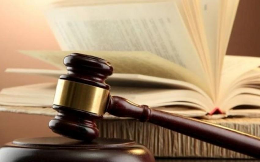 Prokuror keçmiş maliyyə nazirinin xalası oğlunu qətlə yetirən qadına 18 il 6 ay iş istəyib