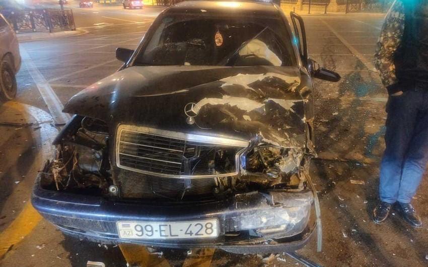 Bakıda iki maşın toqquşdu, tıxac yarandı - FOTO - VİDEO - YENİLƏNİB