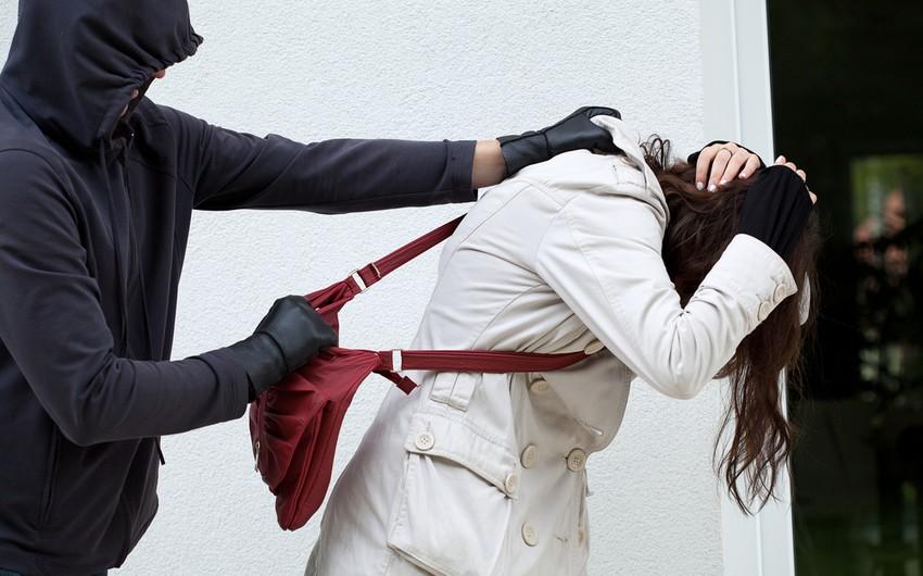 Sumqayıtda iki qardaş parkda qadına qarşı zor tətbiq edib