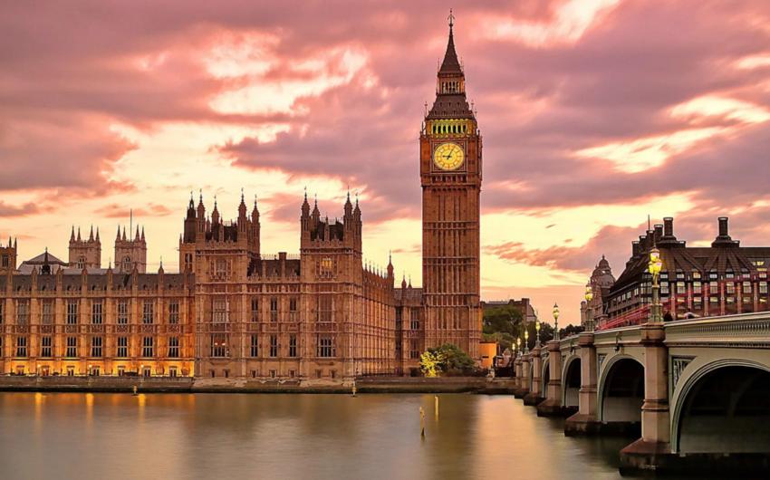 Великобритания с 1 октября перестанет пускать в страну граждан ЕС без загранпаспортов